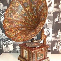 Техника -  Граммофон с деревянной трубой и музыкальной шкатулкой. 1935 год.  СССР., 0