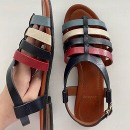 Сандалии - Кожаные сандалии с ремешками, 0