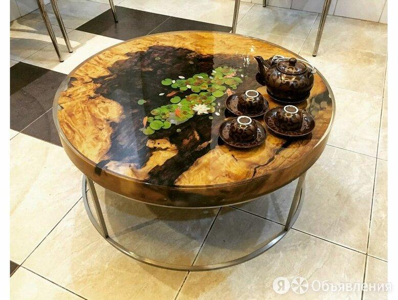 Декоративный столик из спилов и эпоксидной смолы по цене 30900₽ - Кровати, фото 0