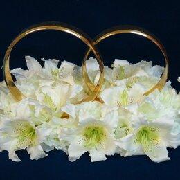 Свадебные украшения - Свадебные кольца на машину в белых тонах, 0