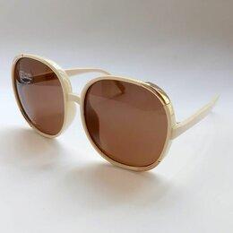Очки и аксессуары - Солнцезащитные очки в светлой оправе, 0