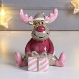 Новогодние фигурки и сувениры - Сувенир керамика 'Лосик в очках, с подарком' цветной 12,5х9,2х11 см, 0