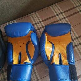 Аксессуары и принадлежности - боксерские перчатки и шлем, 0