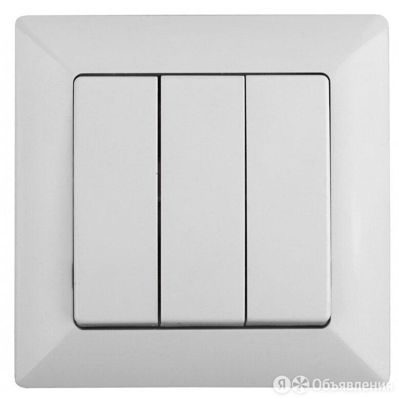 Тройной выключатель Intro Solo по цене 192₽ - Электроустановочные изделия, фото 0