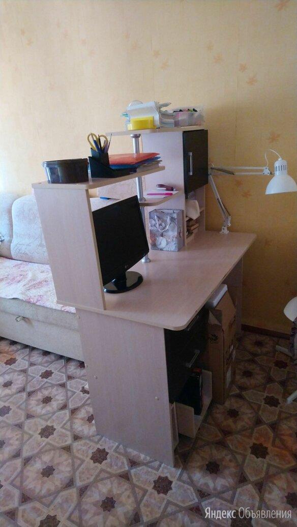 Продам письменный стол  по цене 5500₽ - Компьютерные и письменные столы, фото 0