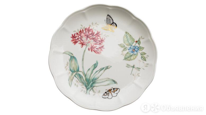 Тарелка обеденная Lenox Бабочки на лугу. Голубая бабочка 28 см, золото, фарфор по цене 2661₽ - Тарелки, фото 0