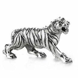 Новогодние фигурки и сувениры - Тигр задира. Символ года 2022. Длина 11 см. Италия, 0