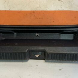 Кузовные запчасти  - Накладка петли замка багажника Volkswagen Polo 10-20 (6RU863459A82V), 0