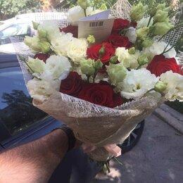 Маски и сыворотки - Красные розы с белой эустомой, 0