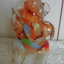 Этикетки, бутылки и пробки - Штоф медведь стекло гутная техника, 0