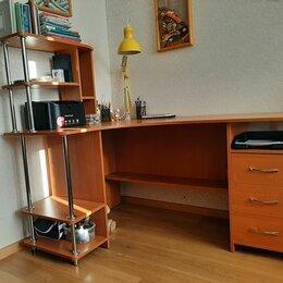 Компьютерные и письменные столы - Стол письменный с закругленными краями и тумбой, 0