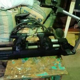 Лабораторное и испытательное оборудование - прибор для проверки изделия на биение  в центрах , 0