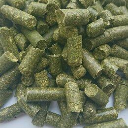 Товары для сельскохозяйственных животных - Витаминно-травяная мука в гранулах(люцерна) Урожай 2021 г, 0