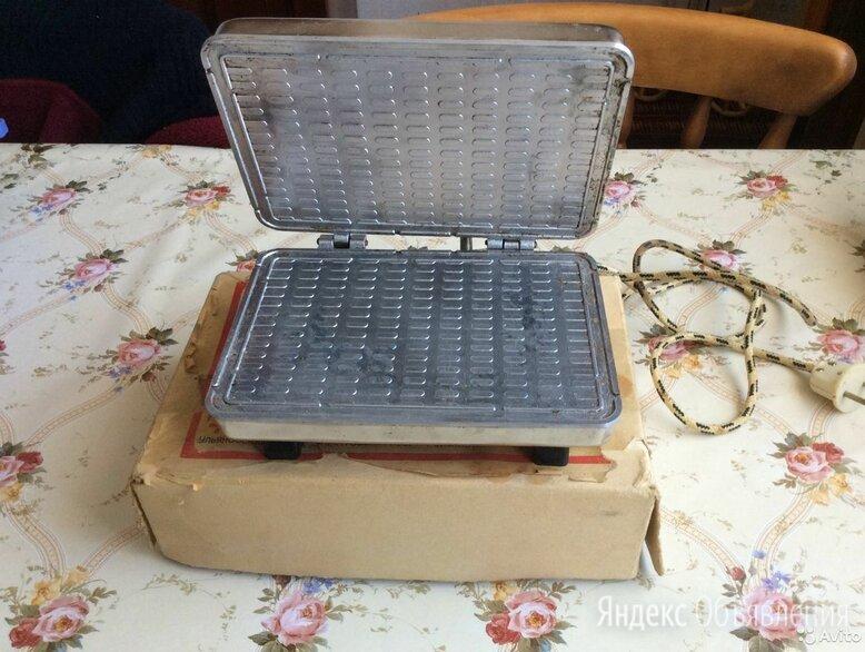 Электровафельница без ручек по цене 1000₽ - Сэндвичницы и приборы для выпечки, фото 0