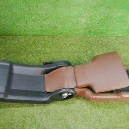 Интерьер  - Подлокотник заднего сиденья Toyota Land Cruiser 200 (2015-н.в.) 7283060872E0, 0