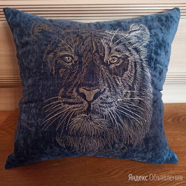 Тигр. Декоративная подушка с машиной вышивкой. по цене 1600₽ - Декоративные подушки, фото 0