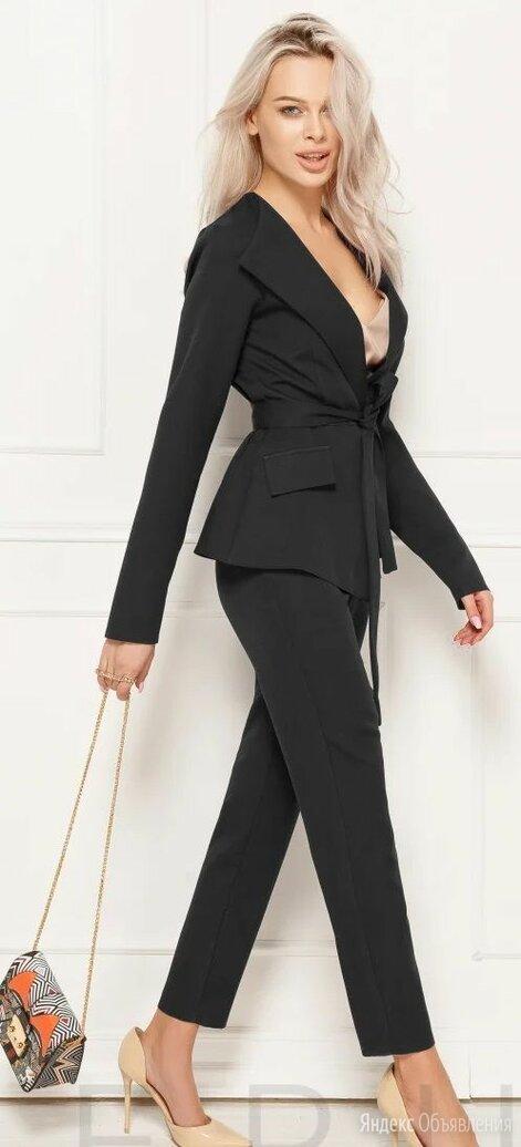 Брючный женский костюм с пиджаком на запАх. Размер 44,46,48 по цене 1850₽ - Костюмы, фото 0