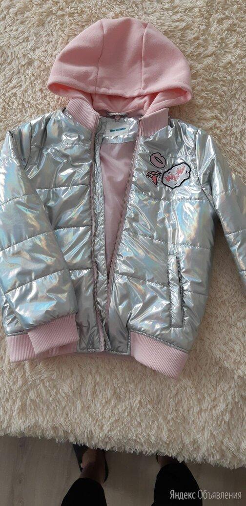 Куртка димесезонная серебристая для девочки 134 размер по цене 1200₽ - Куртки и пуховики, фото 0
