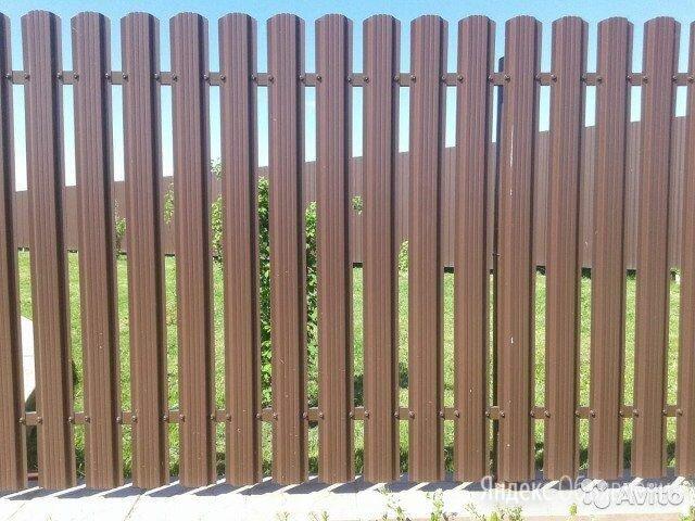 Металлический штакетник коричневый шоколад по цене 92₽ - Заборы, ворота и элементы, фото 0