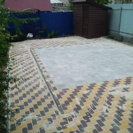 Тротуарная плитка, бордюр - Квадратная тротуарная плитка во дворе, 0