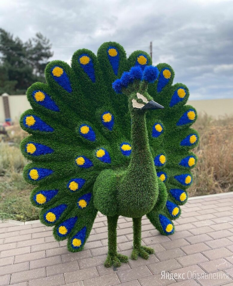 Топиари Павлин из искусственной травы по цене 157000₽ - Садовые фигуры и цветочницы, фото 0