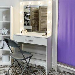 Столы и столики - Туалетный столик с гримёрным зеркалом и пуф, 0