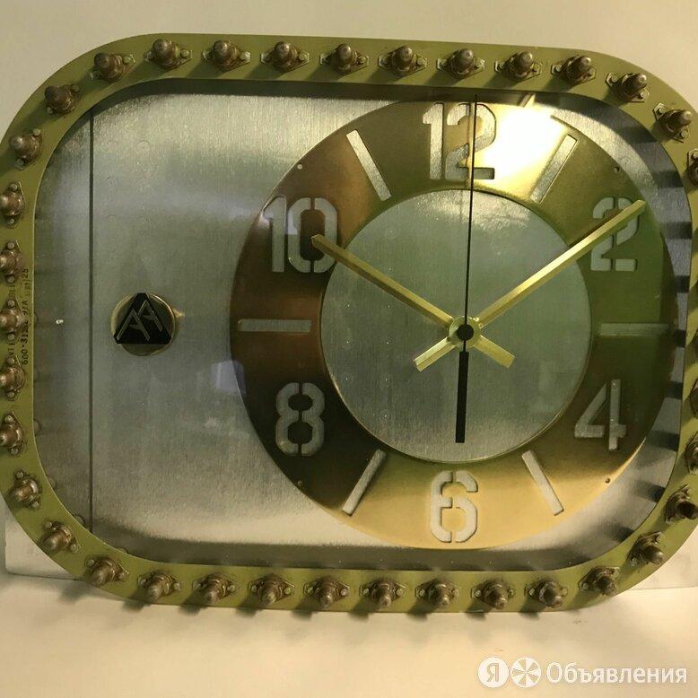Часы с авиационной ДНК из фюзеляжа самолёта, для влюблённых в небо. по цене 44444₽ - Часы настольные и каминные, фото 0