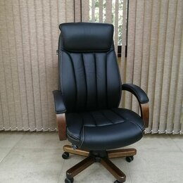 Компьютерные кресла - Кресло руководителя Бюрократ Т-9922WALNUT, 0