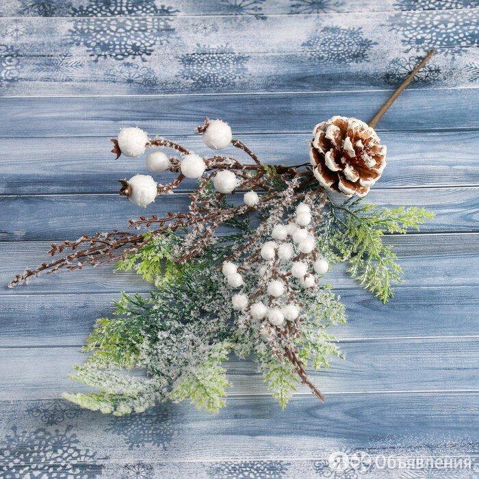 """Декор """"Зимнее чудо"""" шишка на ветке с ягодами 35 см по цене 341₽ - Новогодний декор и аксессуары, фото 0"""