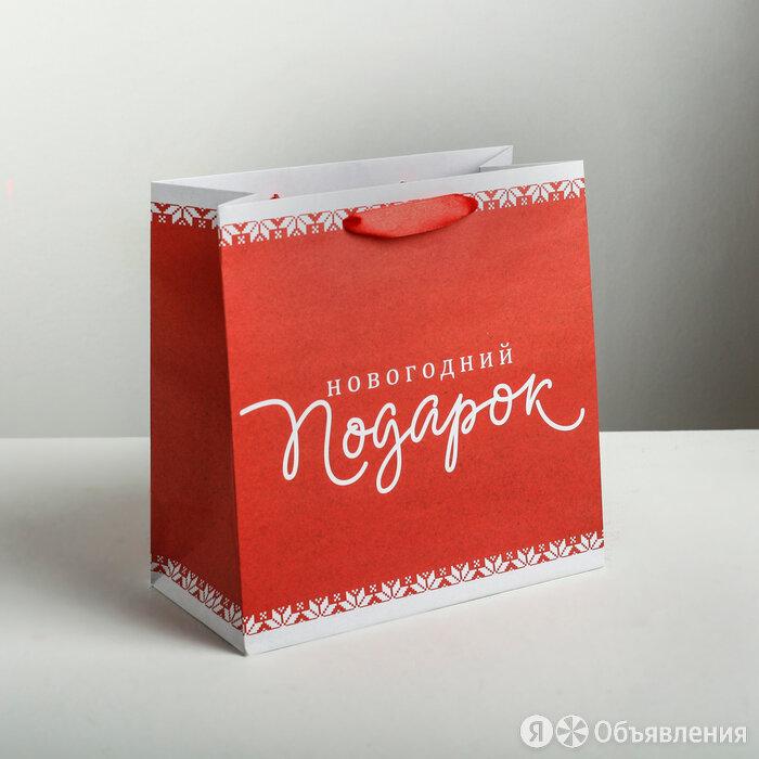 Пакет крафтовый квадратный «Новогодний подарок», 22 × 22 × 11см по цене 105₽ - Подарочная упаковка, фото 0