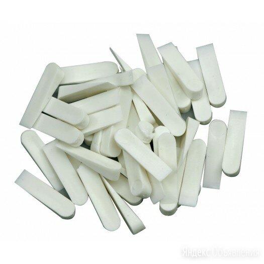 Клинья для кафеля 23х4мм маленькие 100шт по цене 41₽ - Строительные смеси и сыпучие материалы, фото 0