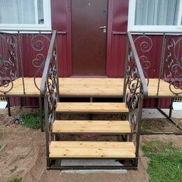 Лестницы и элементы лестниц - Металлическая лестница с деревянными ступенями на крыльцо, 0