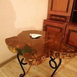Столы и столики - Стол журнальный из массива дерева и эпоксидной смолы , 0