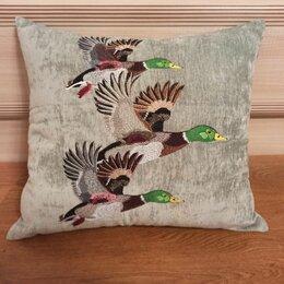 Декоративные подушки - Декоративная подушка с машиной вышивкой. Утиная охота, 0