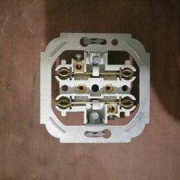 Электроустановочные изделия - Электрическая розетка с пружинными контактами, 0