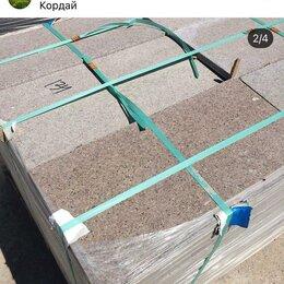 Облицовочный камень - Плита гранитная и тавертин  600х300х20  травертин  1200м2   гранит 2400м2.  , 0