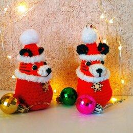 Новогодние фигурки и сувениры - Вязаная ёлочная игрушка: Тигренок в шапке, 0