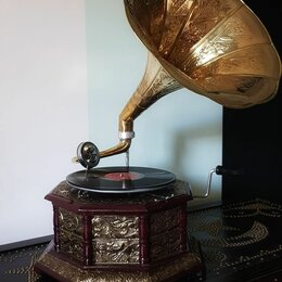 Техника - Граммофон старинный , 0