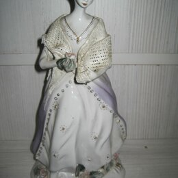Статуэтки и фигурки - Фарфоровая статуэтка девушка с цветами, 0
