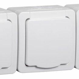 Электроустановочные изделия - Розетка 3ОП для открытой установки с/з с белой крышкой РСб23-3-ГПБб IP54 IEK«Гер, 0