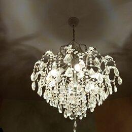 Люстры и потолочные светильники - Люстра потолочная, диаметр 65 см, белый металл под старину, хрусталь., 0