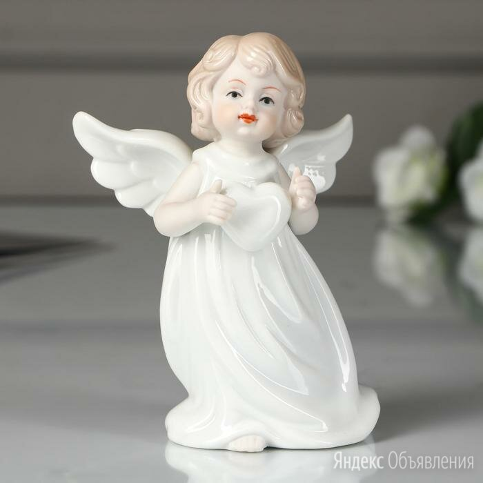 """Сувенир керамика """"Ангелочек в белой тоге с сердечком"""" 12х9х5,5 см по цене 1342₽ - Статуэтки и фигурки, фото 0"""