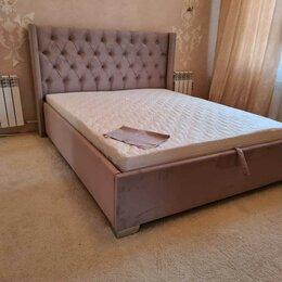 Кровати - Двуспальная кровать в мягкой обивке, 0
