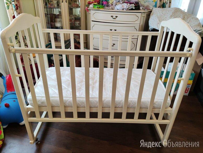 Детская кроватка  кремового цвета б/у по цене 6000₽ - Кроватки, фото 0