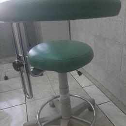 Оборудование и мебель для медучреждений - Стул врача Дипломат Д10Л с опорой, 0