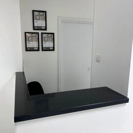 Мебель для учреждений - Столешница для стойки ресепшн из искусственного камня Staron, 0