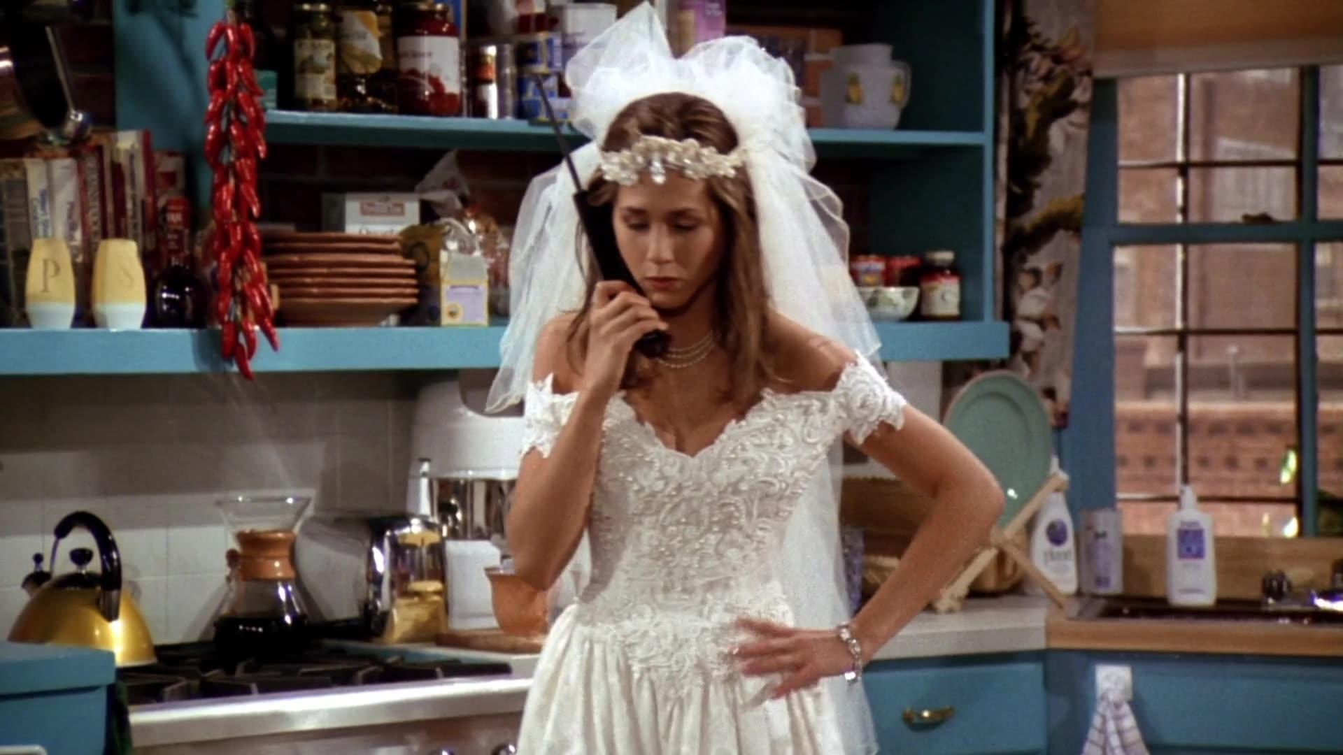 Эми Грин снимает униформу медсестры
