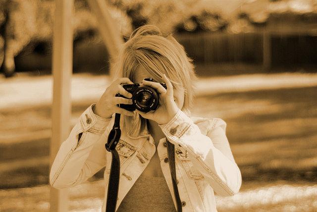 фото эмо девушек блондинок с фотоаппаратом себе