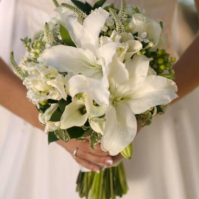 Цветы опт, букет из лилий невесты недорого