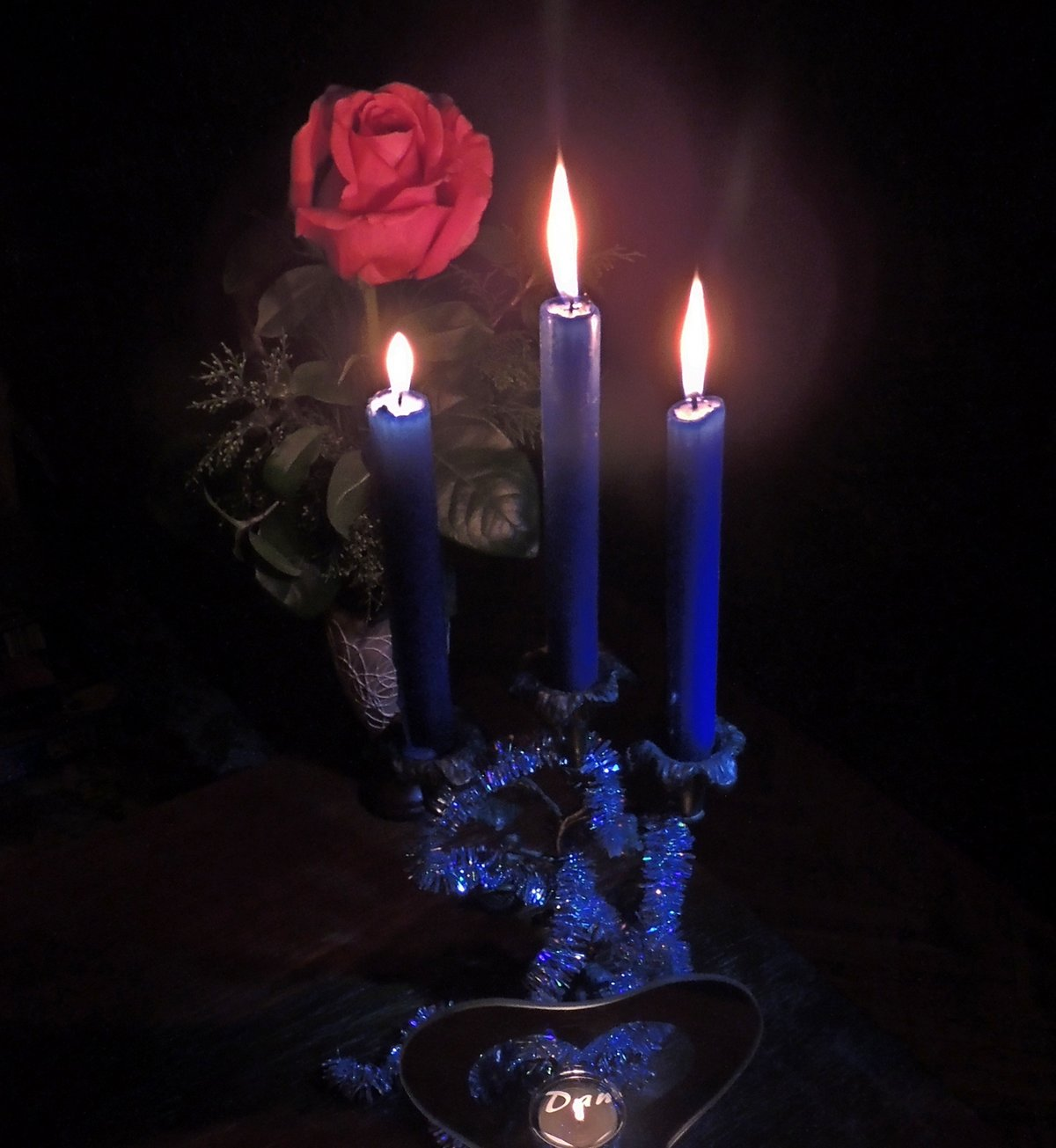 свечи с розами фото уйти